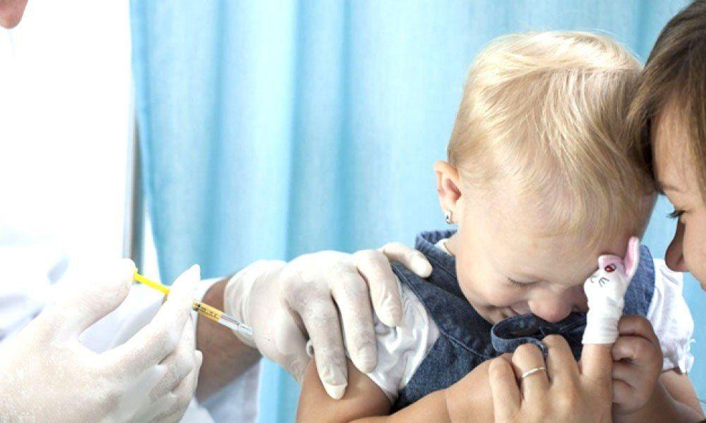 Pese a ser gratuita y obligatoria, 1 de cada 5 niños menores de 2 años no recibe la vacuna antigripal