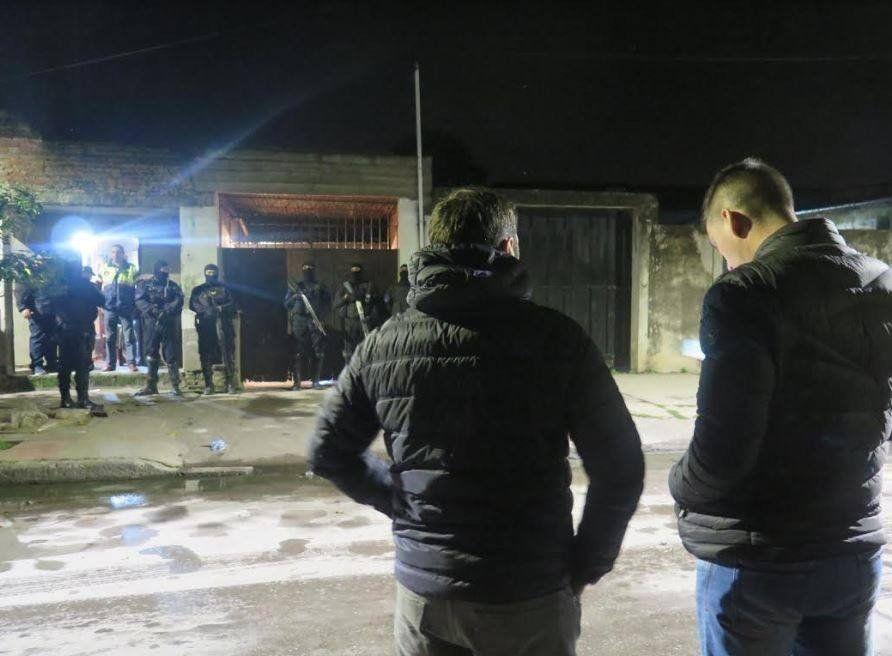 Villa 9 de Julio: Secuestraron droga, armas y motos robadas