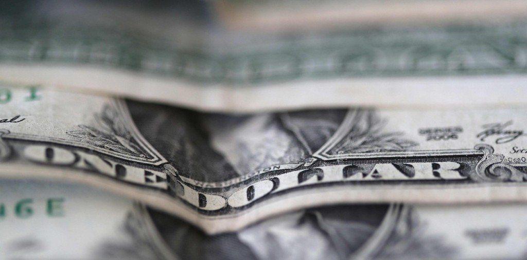 El dólar cedió 40 centavos y cerró a $ 45,55