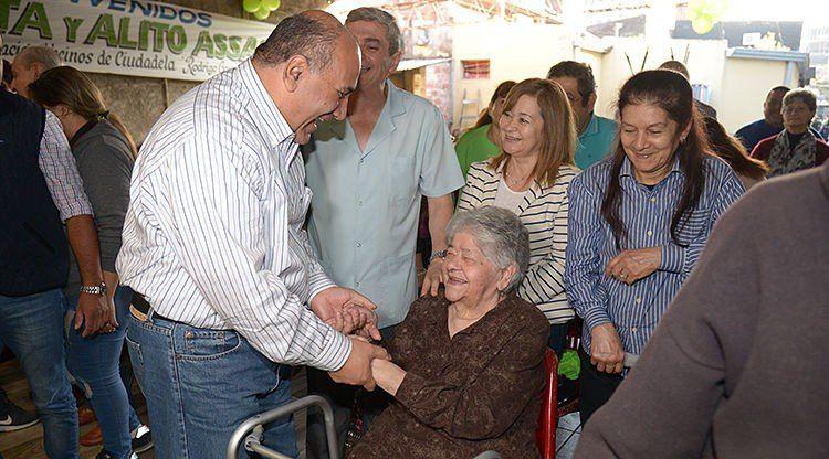El gobernador distinguió a vecinos del barrio La Ciudadela