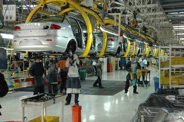 Se desplomó la producción automotriz en abril