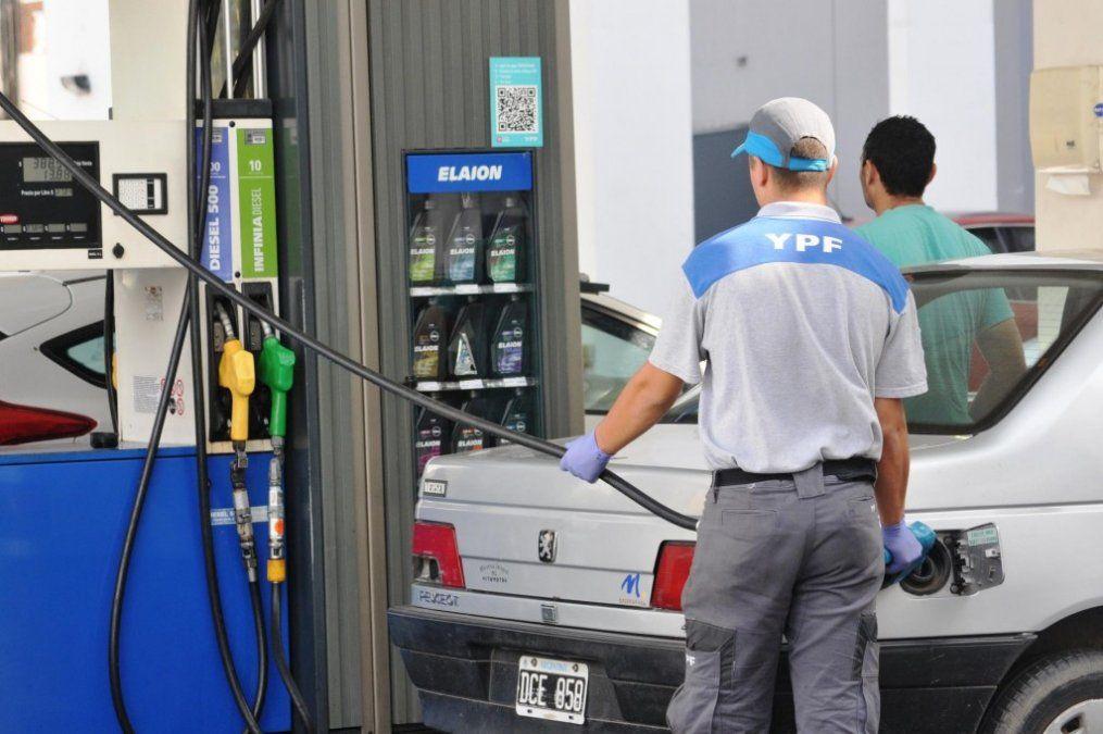 Anticipan que habrá más aumentos en las naftas en los próximos meses