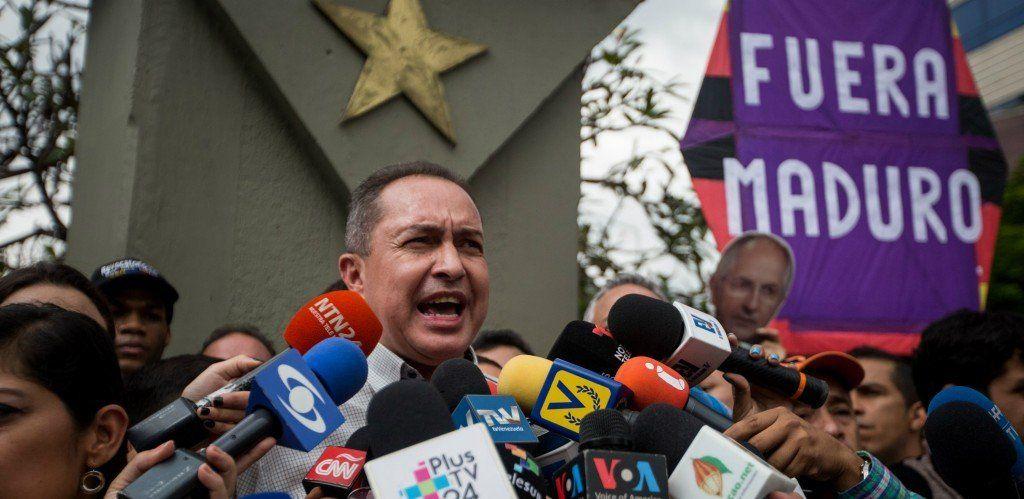La embajada argentina en Venezuela recibió a un diputado con orden de captura