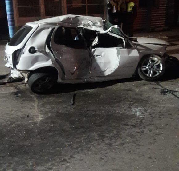 Alderetes: Un joven murió al impactar con su auto un poste de luz
