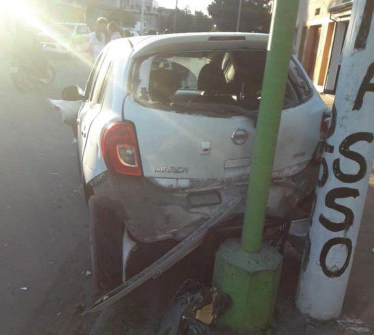 Un conductor atropelló a a seis personas y terminó contra un poste