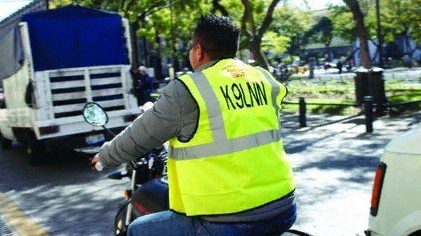 Las personas que circulen en moto deberán usar chalecos reflectivos