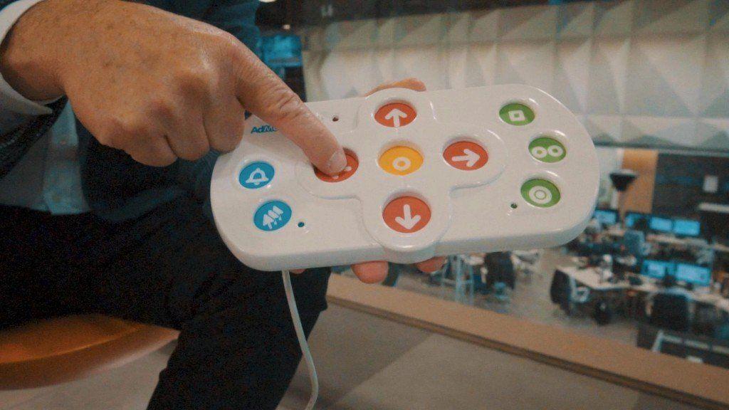 Presentaron un hardware adaptado para personas con problemas motrices
