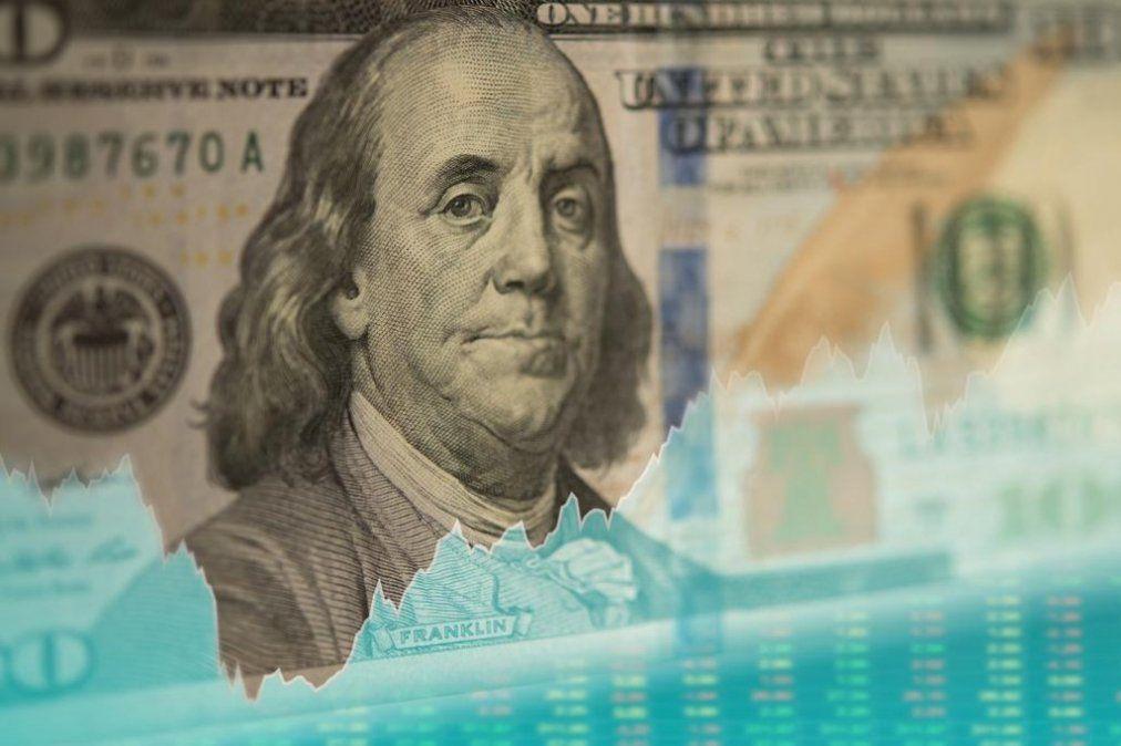 El dólar retrocedió más de 20 centavos y cerró la jornada a $46,16