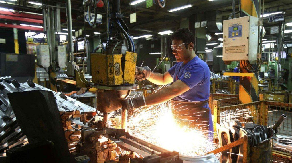 La industria se contrajo 13,6%, según la UIA