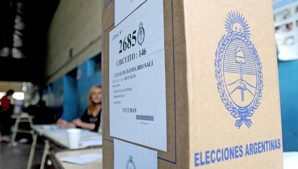 Exhibieron los modelos de votos a los apoderados de partidos políticos