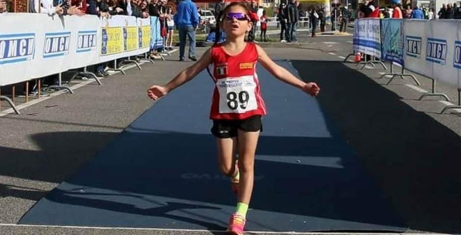 La edad en la que los niños pueden comenzar a correr y los riesgos de la competencia prematura