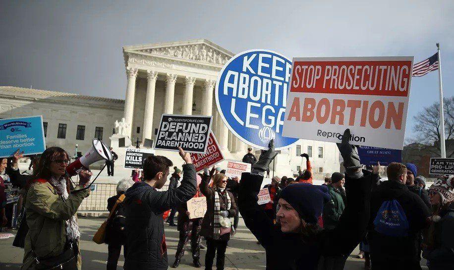 Estadounidenses a favor del aborto protestaron en todo el país