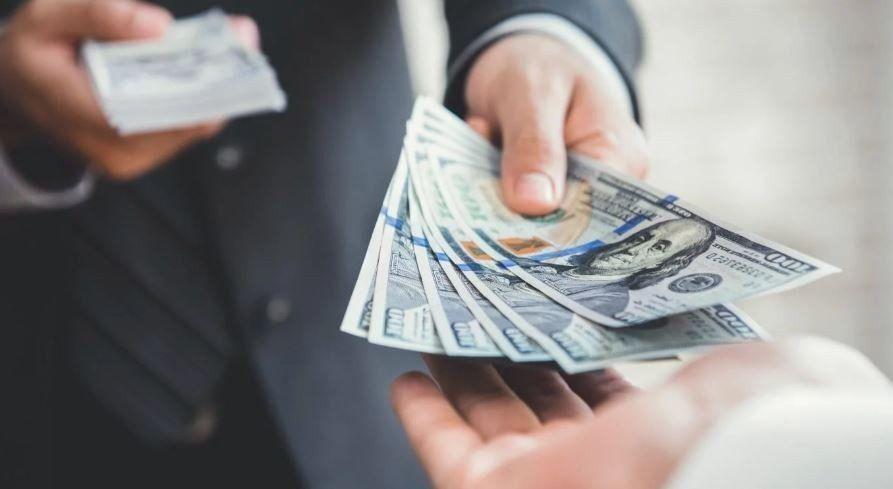 La compra de dólares trepó 60% durante abril y superó los u$s1.200 millones