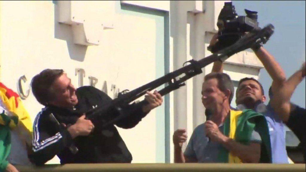 Bolsonaro ahora prohíbe que los civiles puedan llevar fusiles