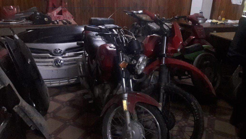 Secuestran motos, autopartes y armas en la zona Sur de la Capital