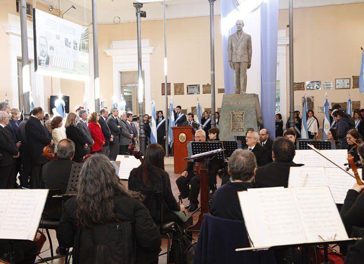 209 años de la Revolución de Mayo y el 105º aniversario de la UNT
