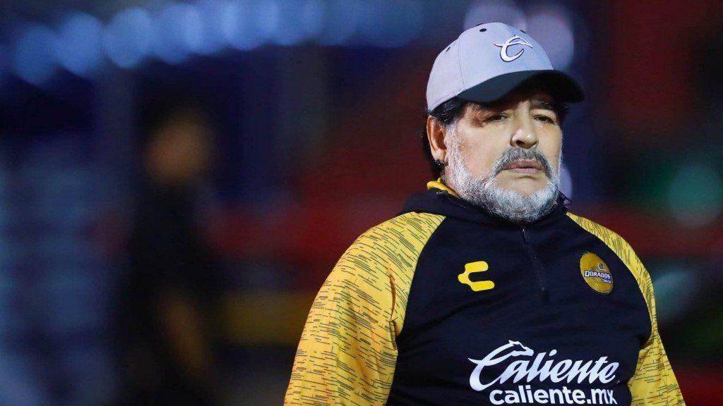 Maradona podría dirigir en la Superliga