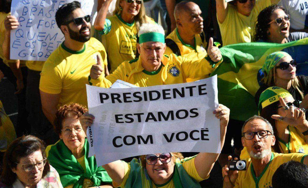 Bolsonaro refuerza su perfil populista con el apoyo de los fieles más radicales