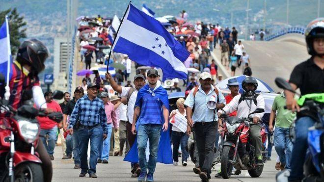 Las protestas en Honduras han paralizado escuelas y hospitales la última semana: los motivos