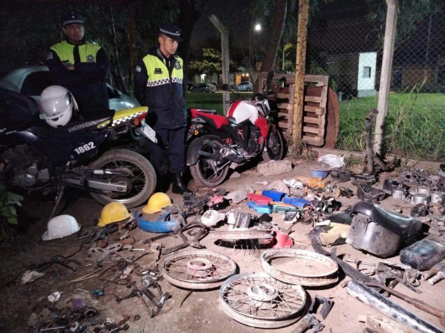 Secuestraron motos y elementos robados de un desarmadero en el Barrio Oeste II