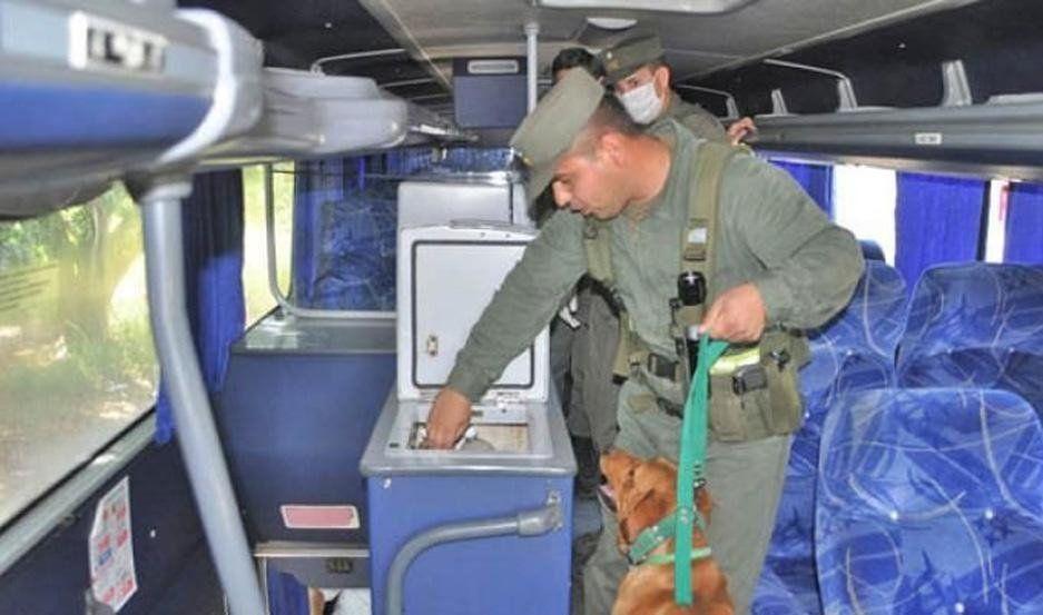 Secuestraron 6 Kg de droga oculta dentro de reposeras en un colectivo de larga distancia