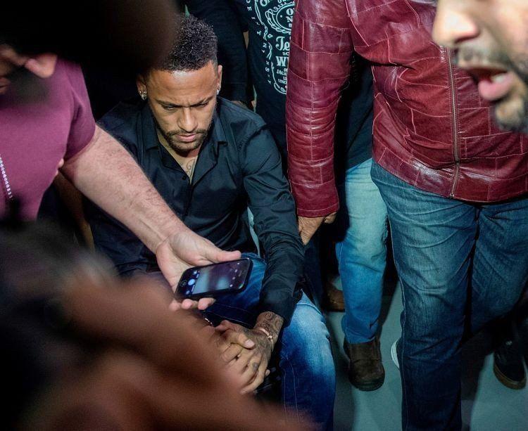 Neymar fue a una comisaría tras la denuncia de violación