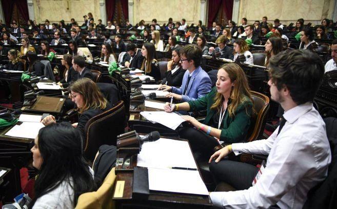 Alumnos de universidades de todo el país aprobaron la ley de las Criptomonedas