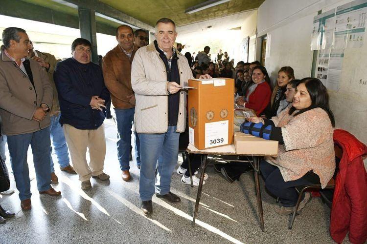 Osvaldo Jaldo votó rodeado de su gente