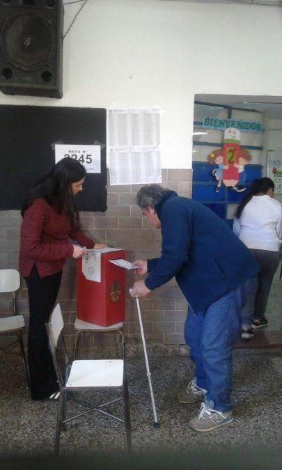 Votan a pesar de sus dificultades