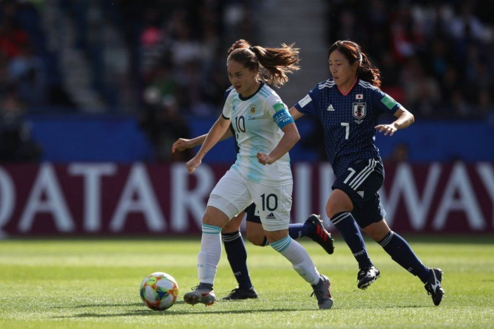 Argentina empató con Japón y celebró su primer punto mundialista