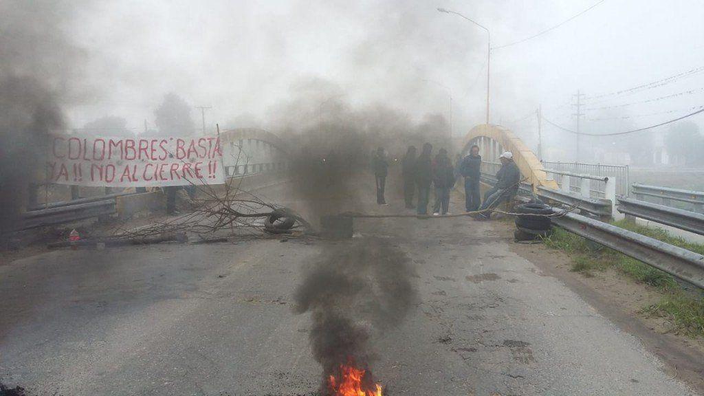 Trabajadores del ingenio Santa Bárbara cortaron ruta 38