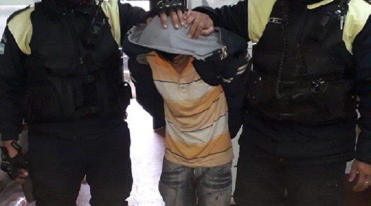 Detuvieron a un hombre acusado de apuñalar a un joven en el Mercofrut