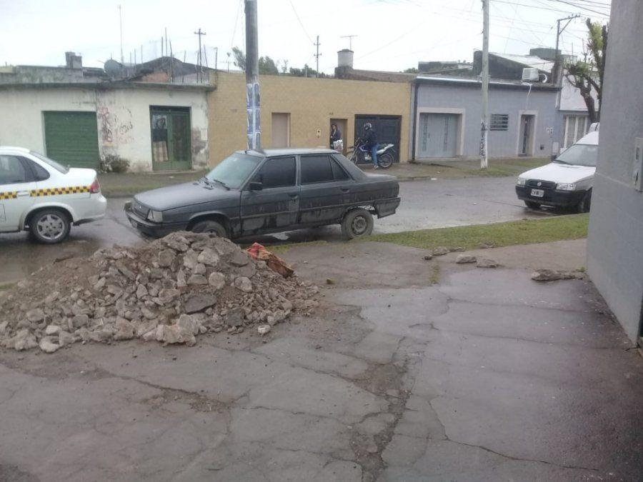 Presuntos delincuentes dejaron abandonado un auto