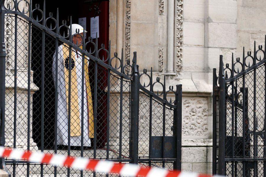 Se celebró por primera vez desde el incendio una misa en Notre Dame