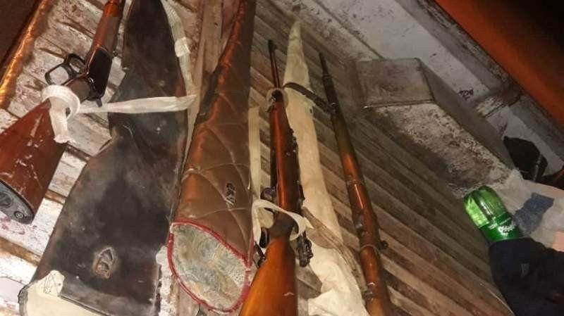 Secuestraron armas y un guanaco faenado en control vehicular en Catamarca