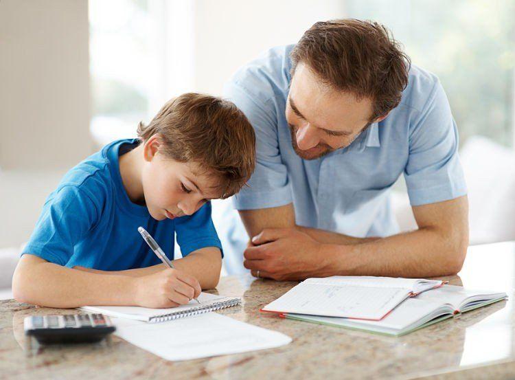Padres millennials se involucran más en el cuidado de sus hijos