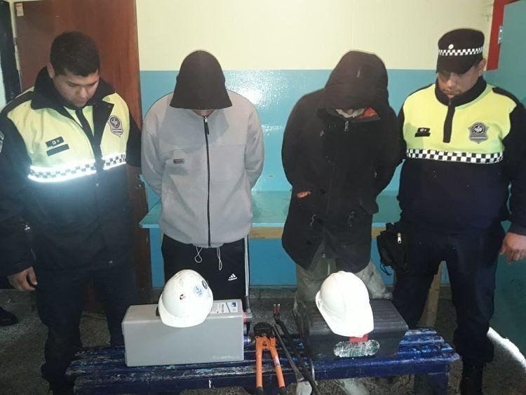 Detienen a dos escruchadores en un intento de robo