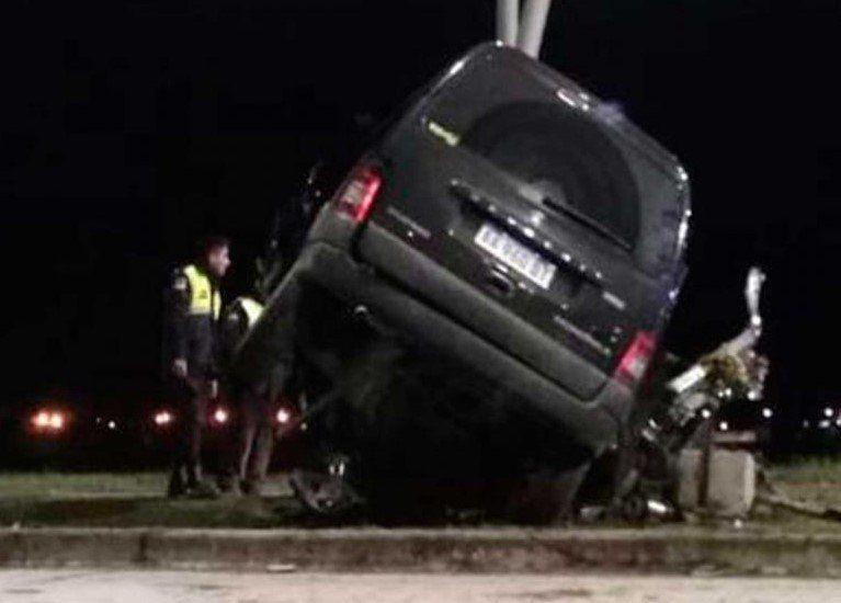 Un hombre falleció tras chocar su auto en la rotonda de Concepción