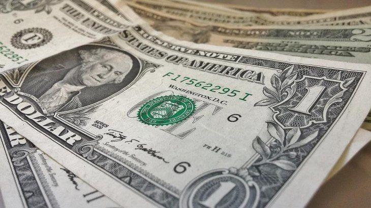 El dólar cayó 46 centavos en sintonía con la región