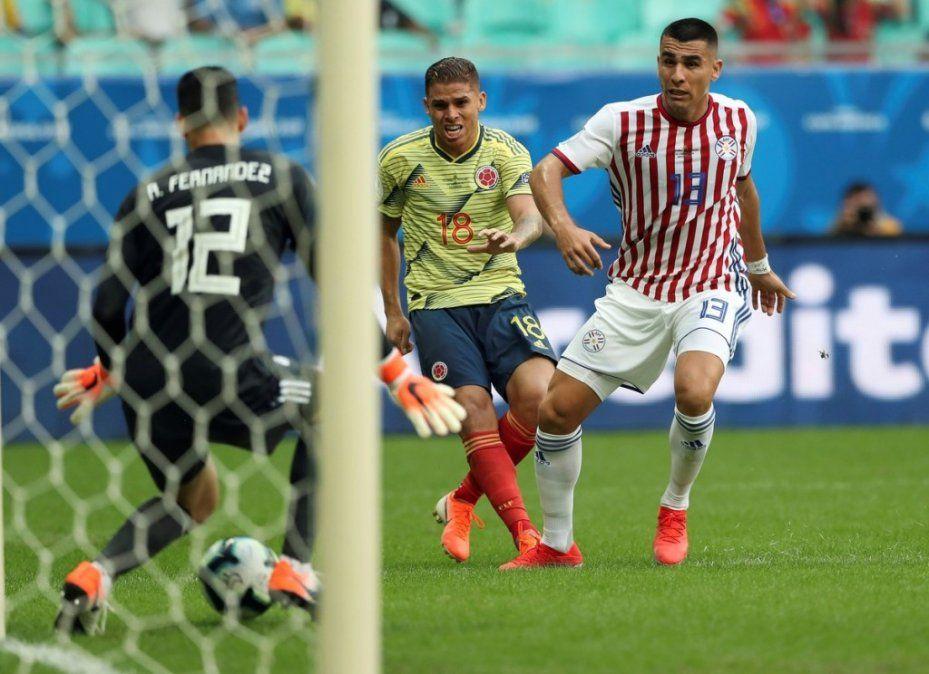 Colombia vence a Paraguay y le da una mano a la Argentina