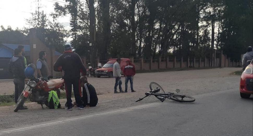 Ciclista sufrió el choque entre camioneta y moto: está grave