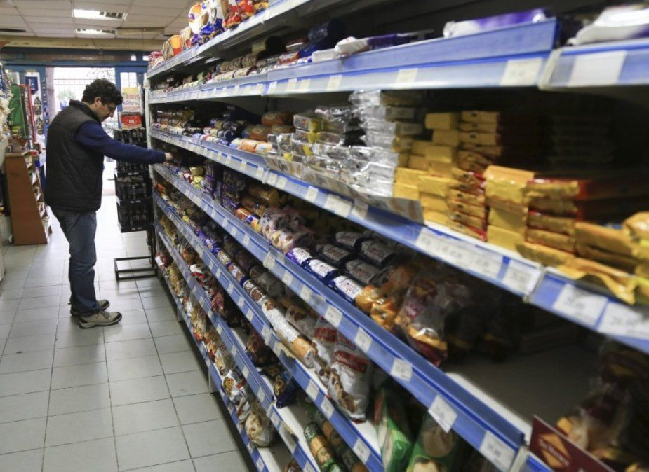 Las ventas en los supermercados bajaron 12,6% en abril