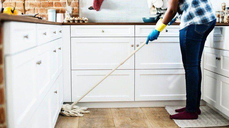El salario mínimo de una empleada doméstica rondará los 15 mil pesos mensuales