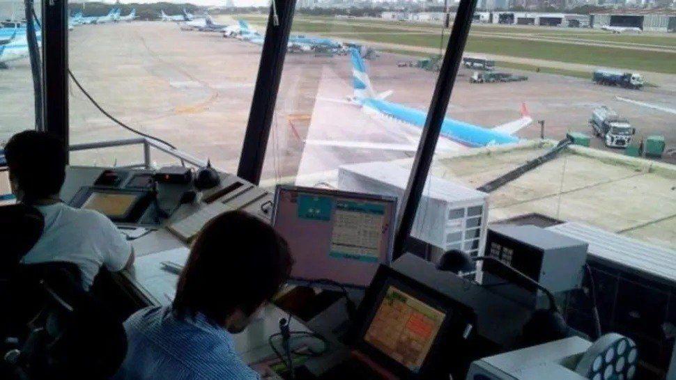 Continúa la protesta de controladores aéreos con vuelos reprogramados
