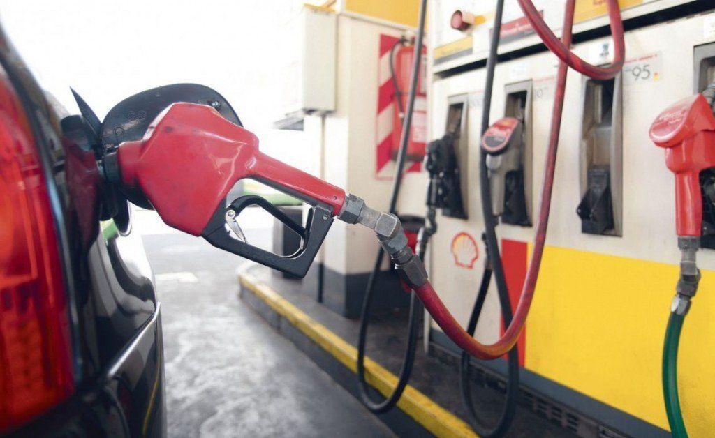 El Gobierno posterga el aumento del impuesto a los combustibles