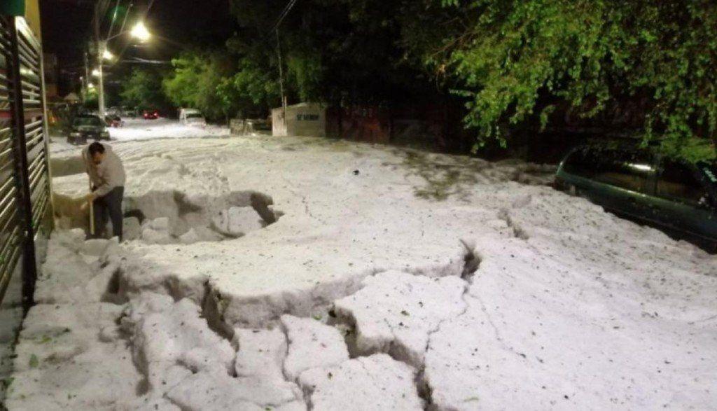 Inusual granizo sepultó a la ciudad mexicana de Guadalajara
