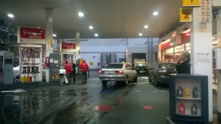 Shell se hace eco de YPF y aumenta el precio de sus combustibles