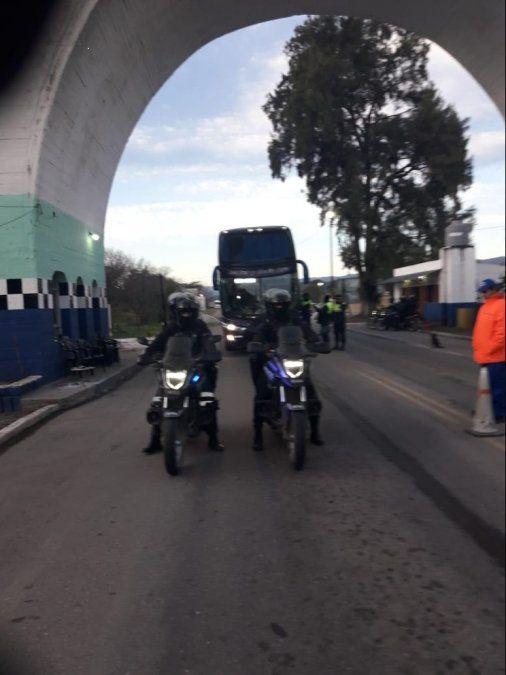 La Policía dispuso un operativo especial por la llegada de los familiares de las víctimas mendocinas