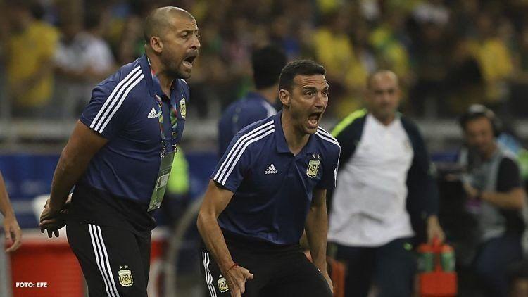 El técnico argentino criticó duramente al árbitro Zambrano