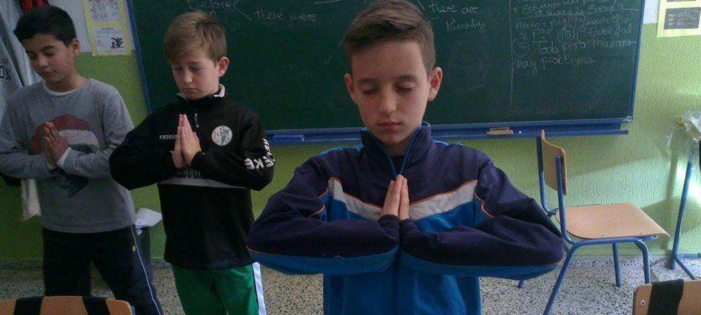 Una escuela en Salta suma clases de yoga para chicos